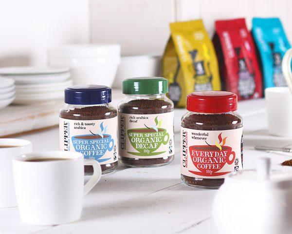 Caffè biologico instantaneo e solubile